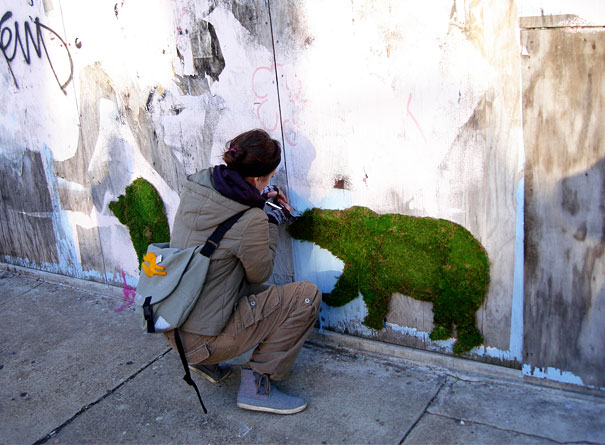 moss-graffiti-bear