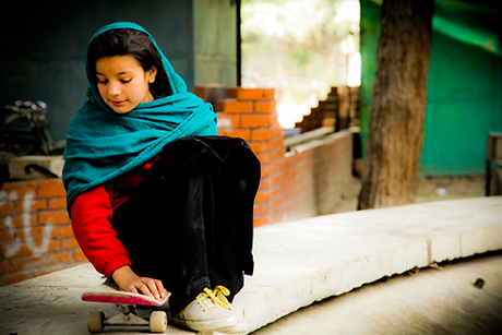 skateistan-girls-skateboarding-2