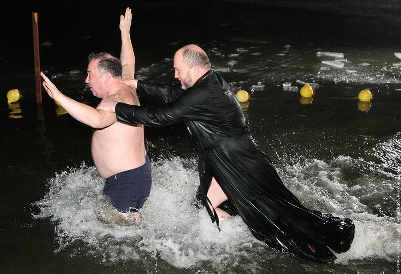 фото крещенские девушки купания 2016