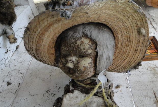 La isla de la Muñecas - Doll Island - first doll