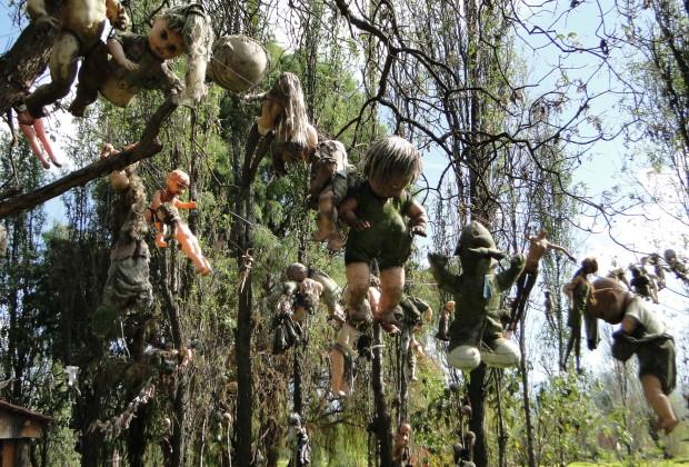 La isla de la Muñecas - Doll Island - hanging