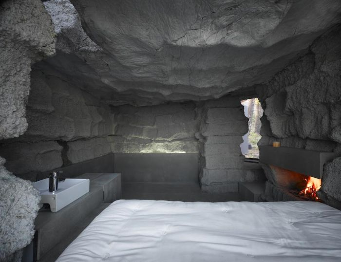 Stone House - Spanish - Rock - Inside bedroom
