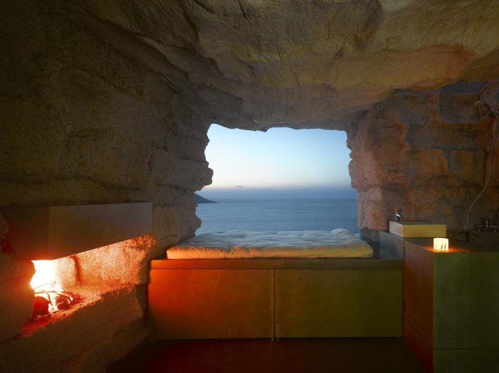 Stone House - Spanish - Rock - Inside view