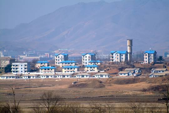 Kijong-dong - Propaganda Village - Blue roof