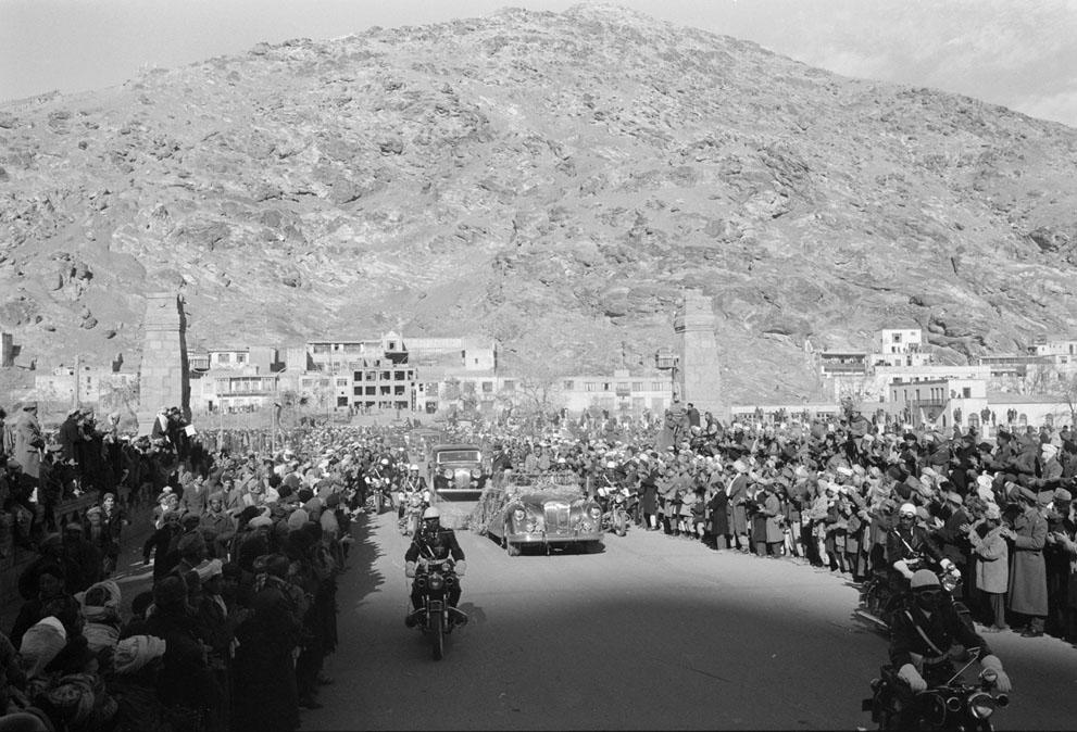 Afghanistan 50s 60s - Motorcade for President Eisenhower's visit to Kabul 59