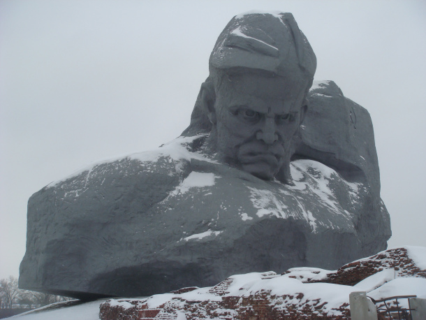 Belarus Statues - Brest Fortress big head and courage