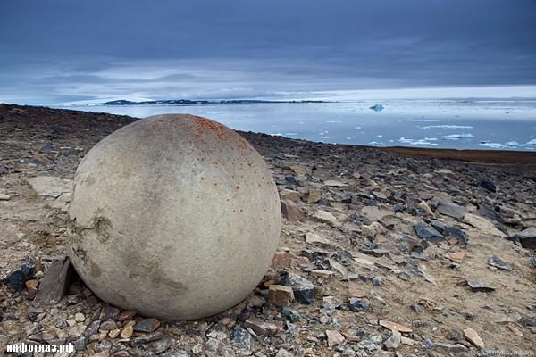Champ Island Stone spheres - frozen
