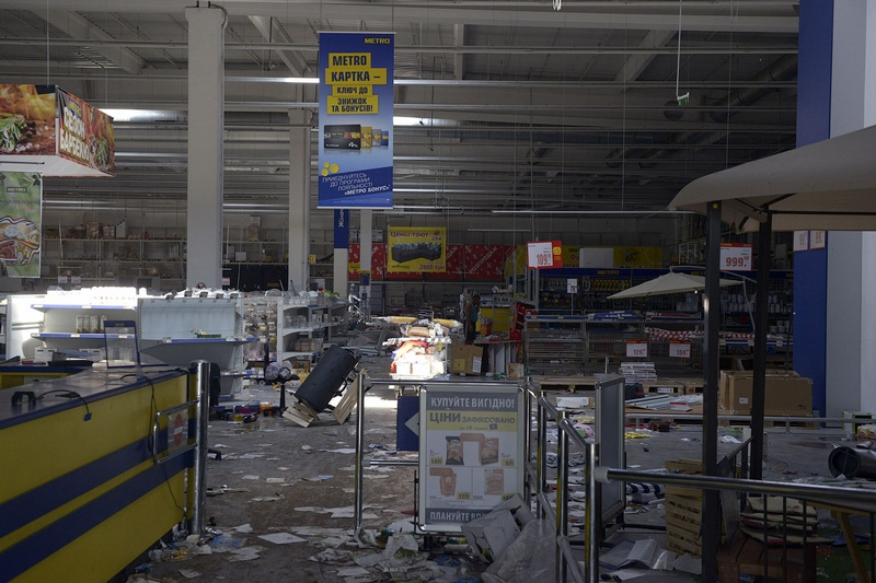 Donetsk Airport Battle Supermarket Looted - all gone