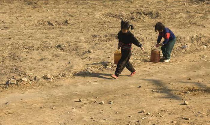 North Korea Rare Deleted Photos - Child workers 2
