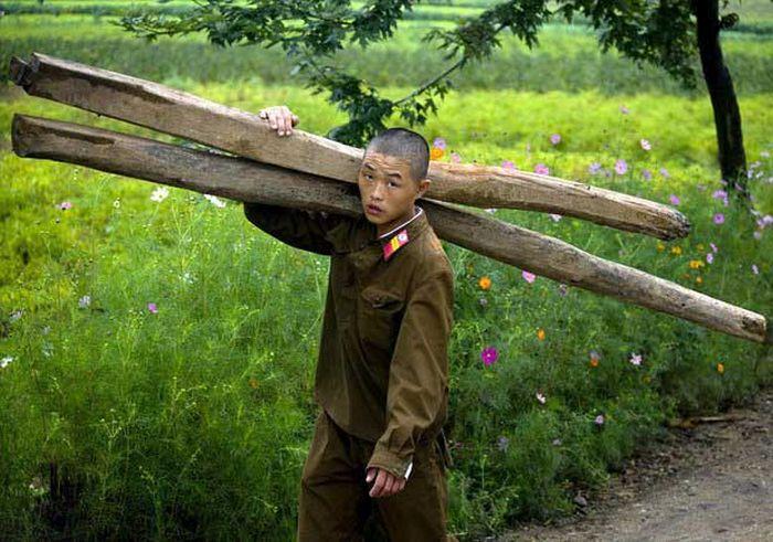 North Korea Rare Deleted Photos - Soldier Menial