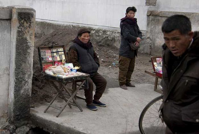 North Korea Rare Deleted Photos - black market