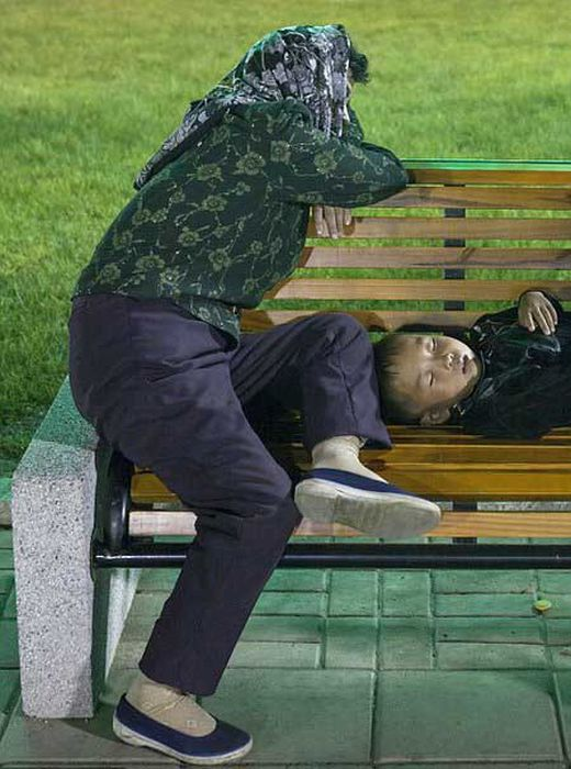 North Korea Rare Deleted Photos - relaxing not homeless