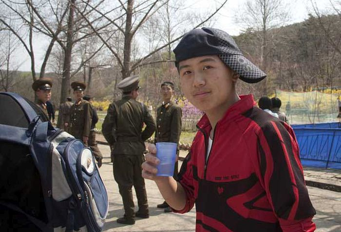 North Korea Rare Deleted Photos - silly hat