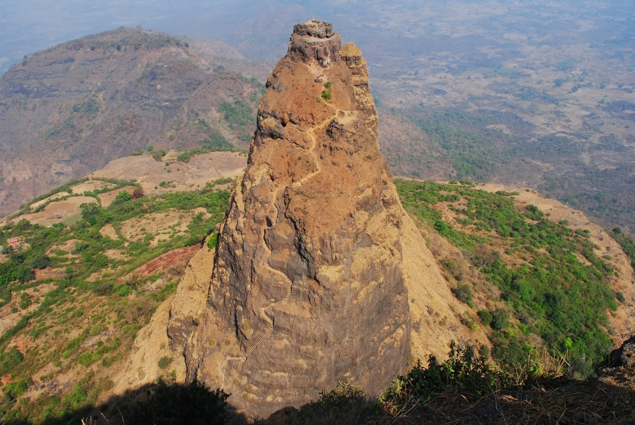 Durg India  City new picture : Kalavantin Durg India Dangerous Fort day time