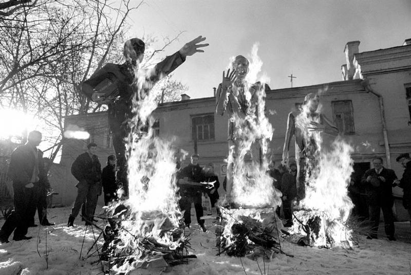 Russian Art - 90s - burning effagy