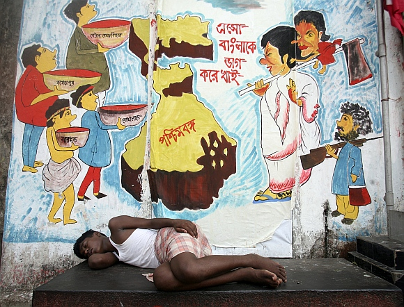 India Graffiti - Random - sleeping boy#