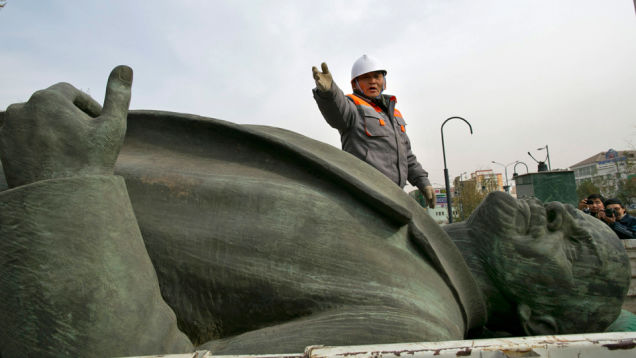 Statues of Mongolia - Vladimir Lenin toppled 2012