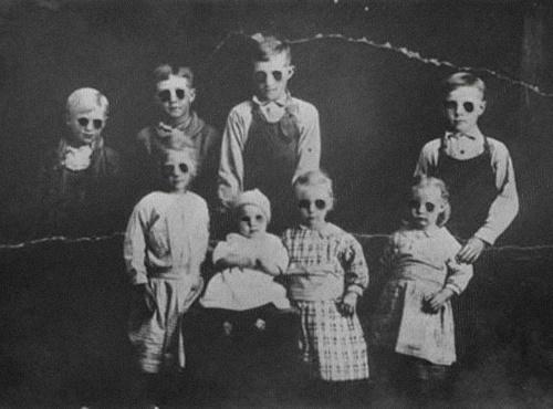 Old Creepy Photos - Black Eyed Kids