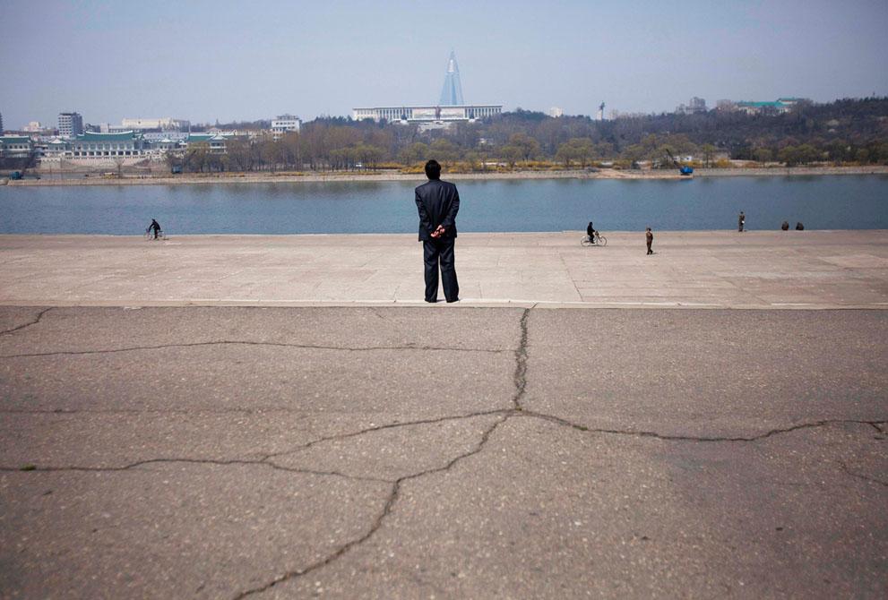 North Korea - Taedong River in Pyongyang 2