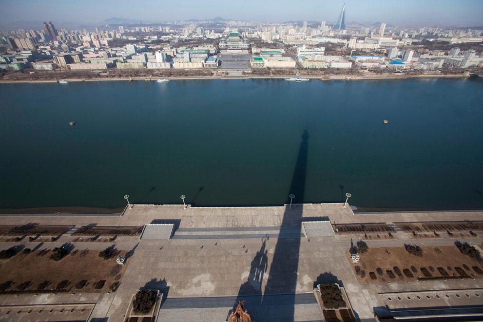 North Korea - Taedong River in Pyongyang