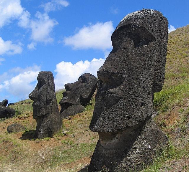 Rongorongo - language easter  island rapa nui heads