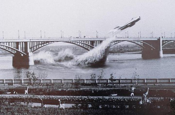 Awesome Russia - Novosibiris Flying Under Bridge