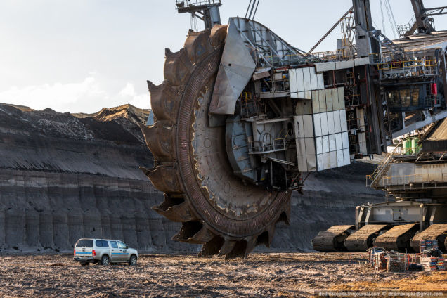 Bagger 293 - Biggest Vehicle Compared To Car