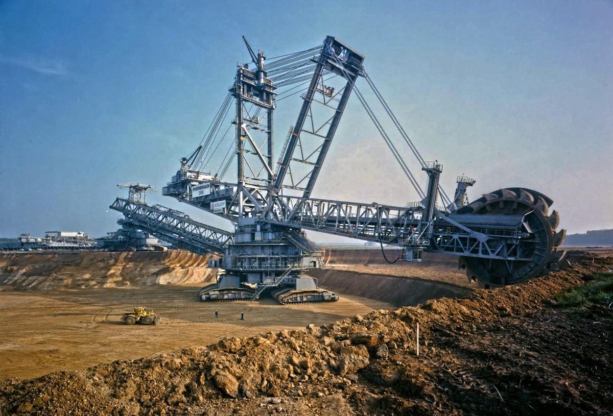 Bagger 293 - German Coal Mining Vehicle