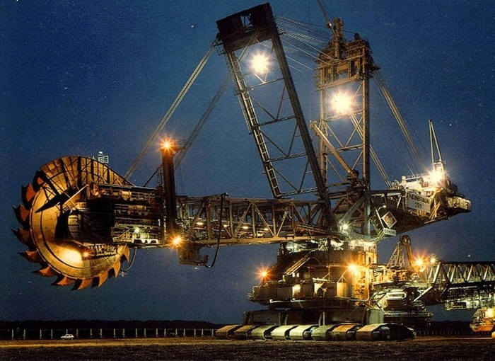 Bagger 293 - Monster Vehicle At Night