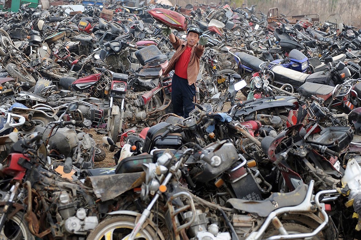 China High Emission Car Graveyard - Worker In Car Graveyard