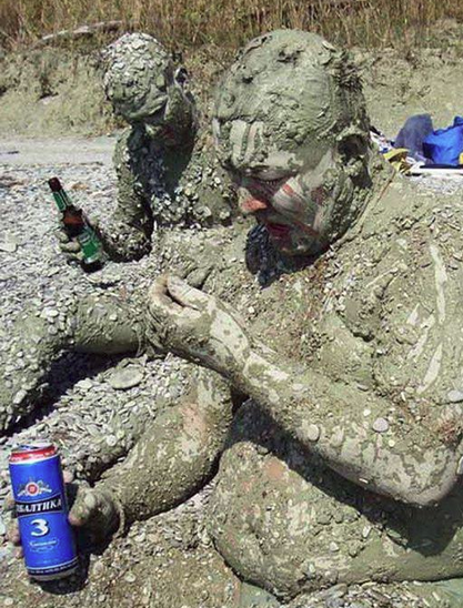 Funny Russian Pictures - Mud Bath