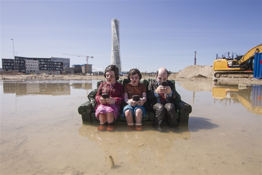 Climate Change - Isaac Cordal 1