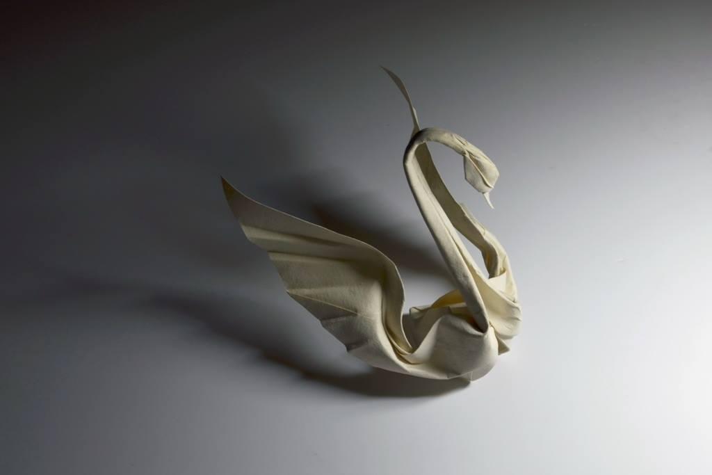 Hoàng Tiến Quyết Wet Fold Origami Swan