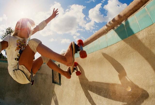 Skate Scene California 70s - riding the bowl