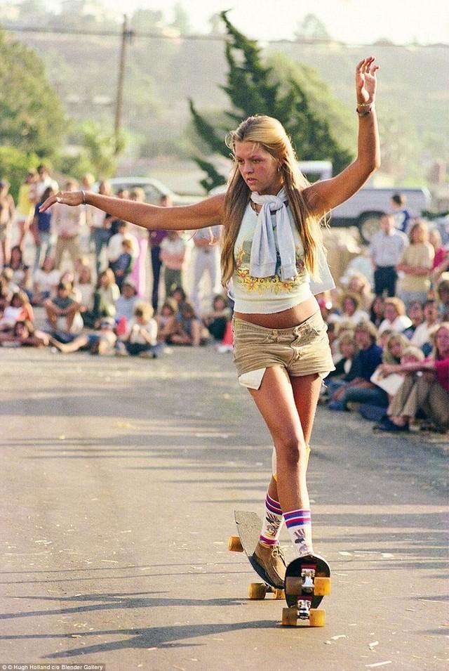 Skate Scene California 70s - skater girl