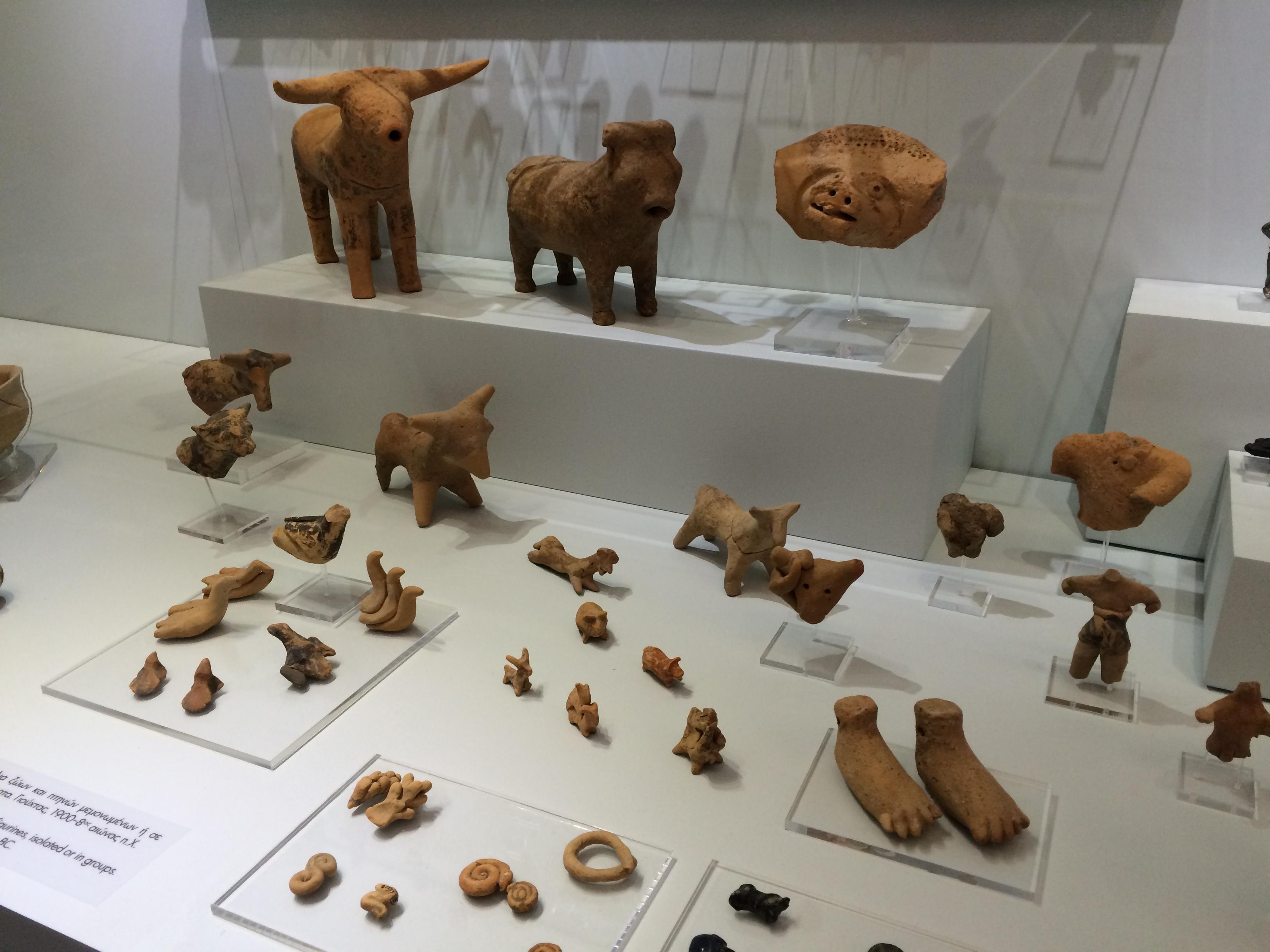 Minoan Art - Bulls, Feet, Artefacts