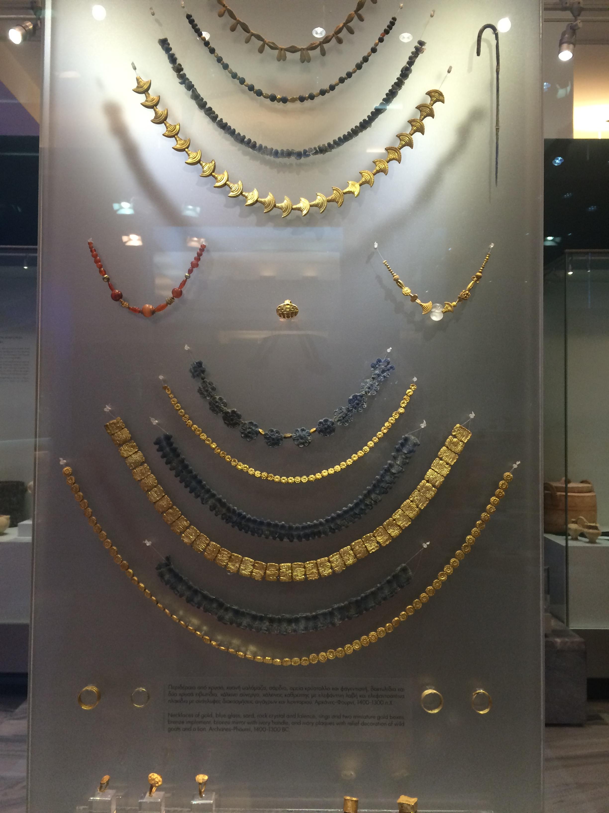 Minoan jewellery - Gold and Black