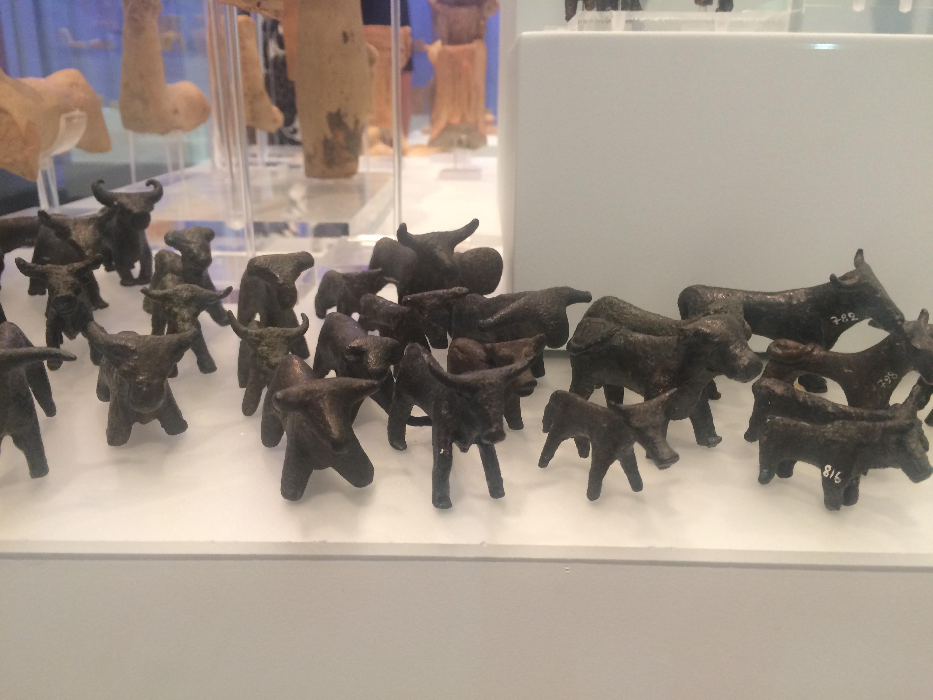 Minoan art - pottery bulls