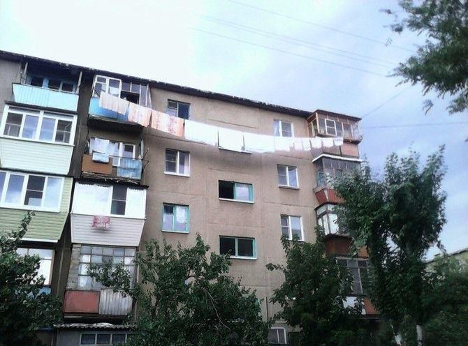 Hilarious Balconies - Longest Washing Line