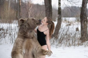 Awesome Photos From Russia - Women with bears