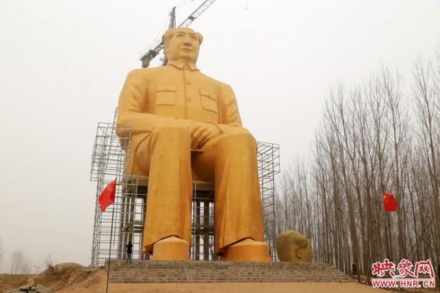 Giant Mao Zedong Statue - Henan - Dramatic