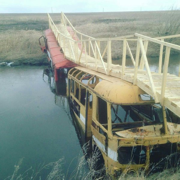 Awesome Photos From Russia - Bridge Over Buses
