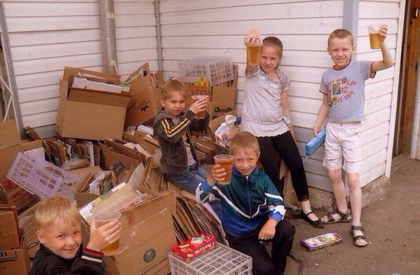 Awesome Photos From Russia - Kids Drinking