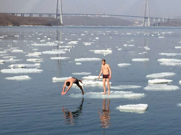 Aswesome Russia - Ice Swimming