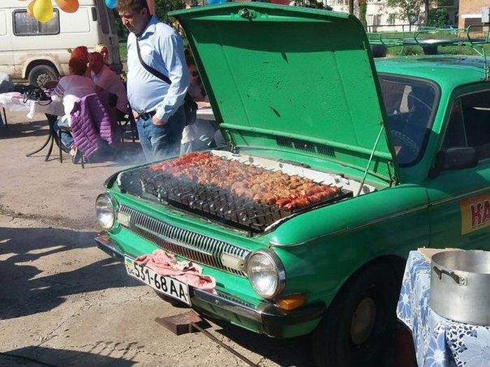Awesome Photos From Russia - Car BBQ