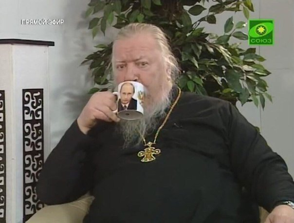 Awesome Photos From Russia - Priest With Putin Mug
