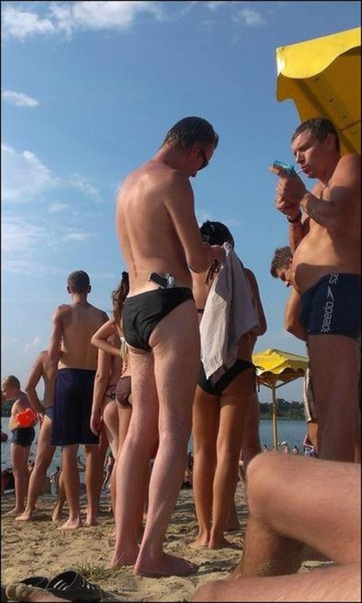 Funny Russian Photos - Gun At The Beach