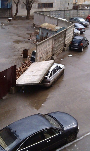 Funny Russian Photos - Wall Crushes Car