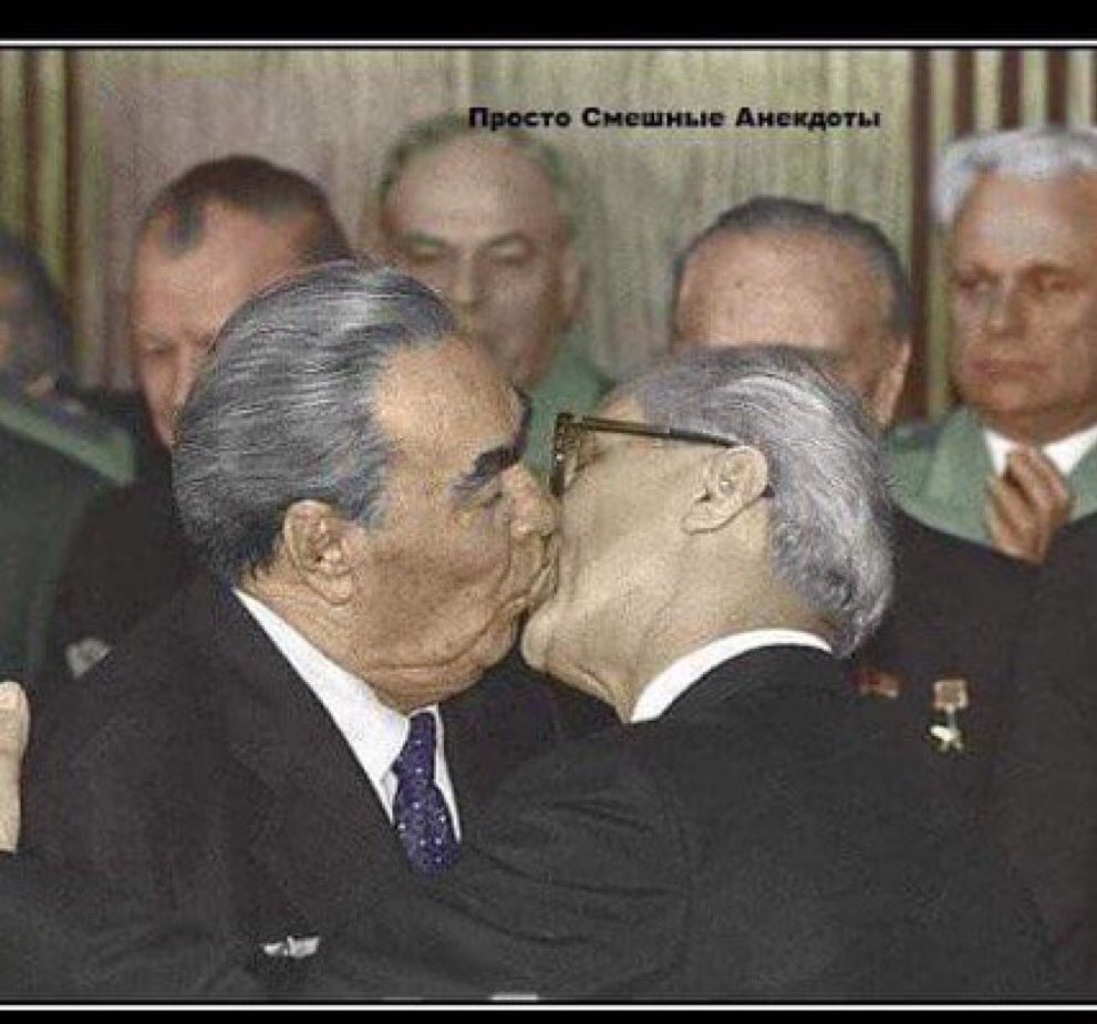 Awesome Russia - Russian Politicians Kissing