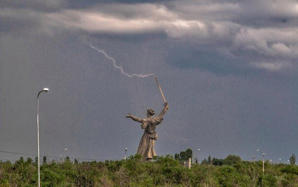 Awesome Russia - Woman Statue Hit By Lightning